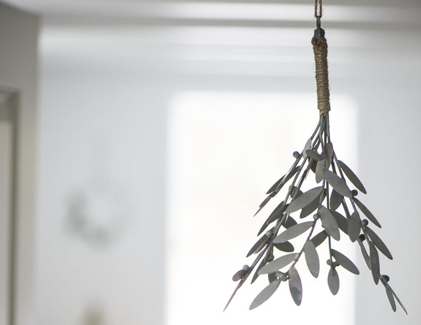metal-mistletoe