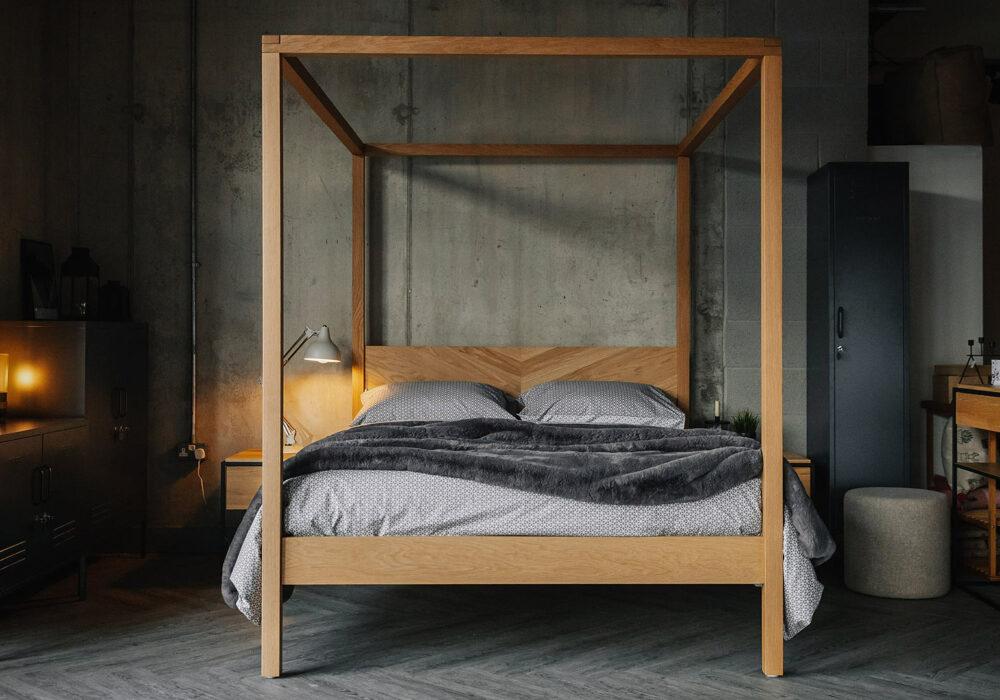 Keham 4 Poster bed in oak