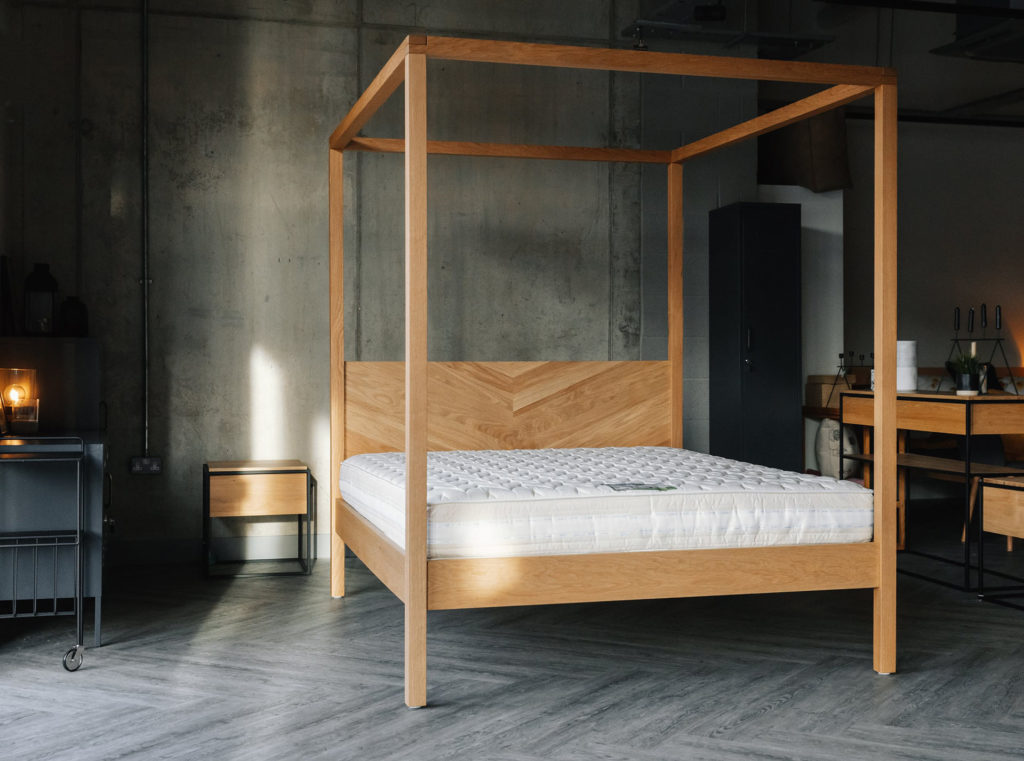 Kelham 4 Poster bed in solid wood