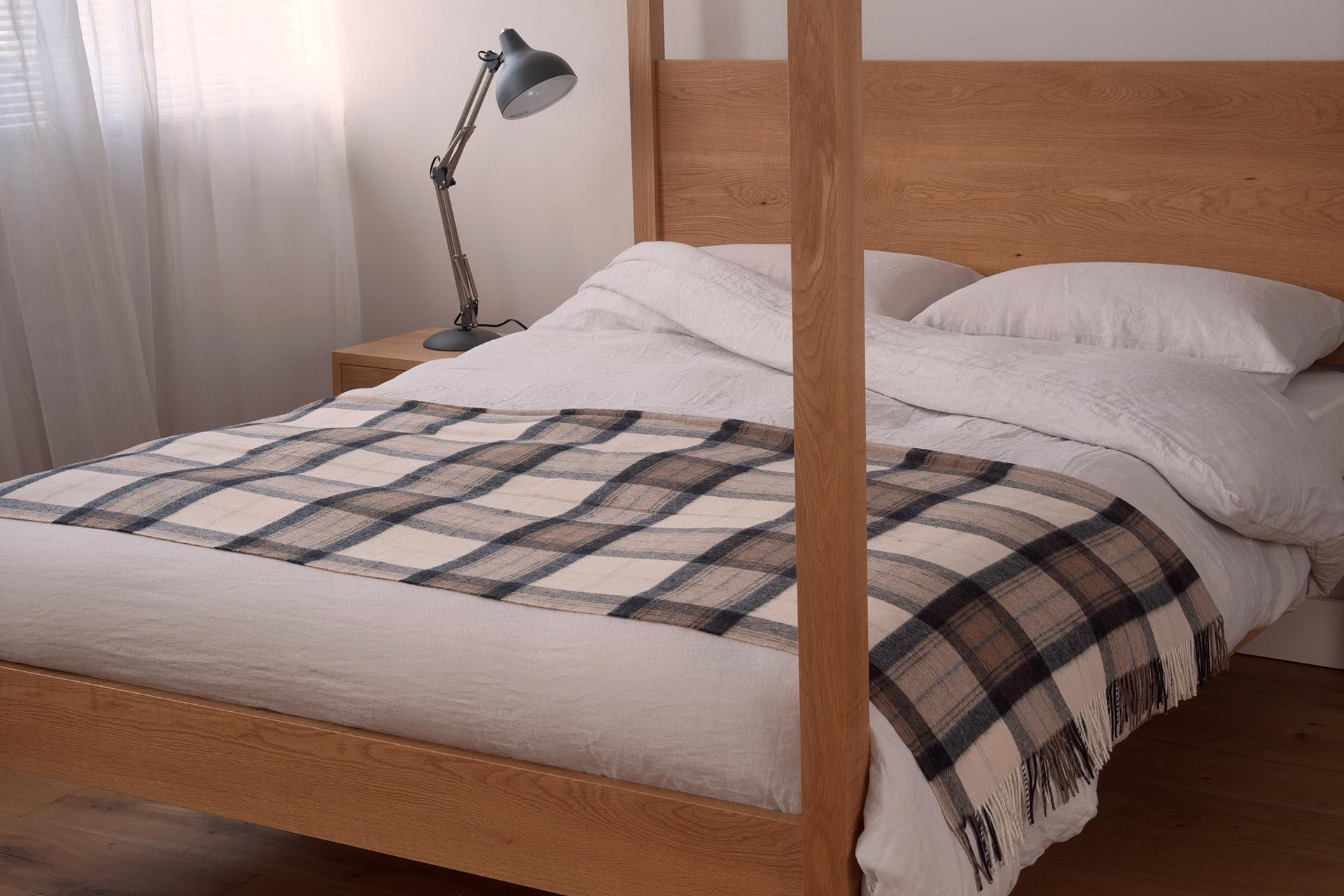 Linen Bedding on Contemporary Oak Orchid 4 Poster Bed