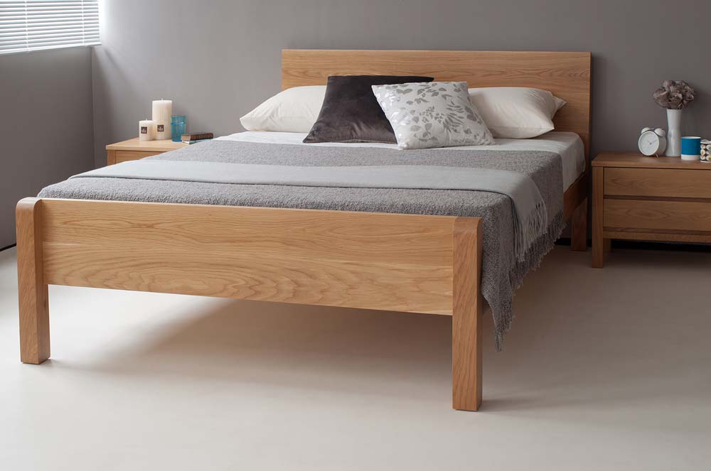 Solid oak contemporary Tibet bed with footboard