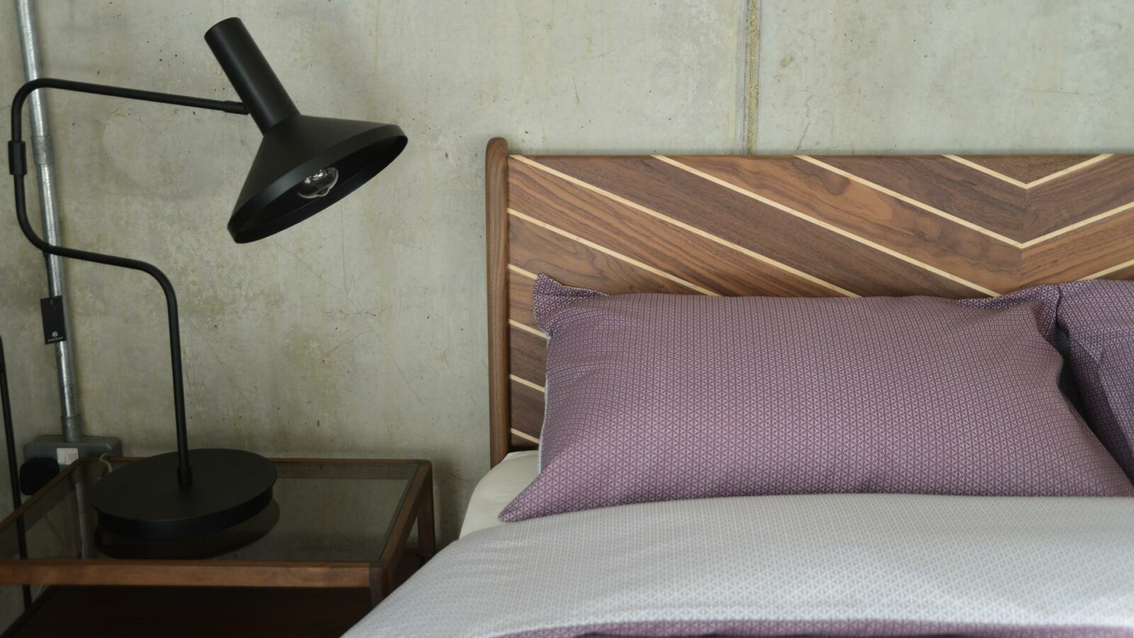 Reversible duvet set in Mauve and white with a printed pattern