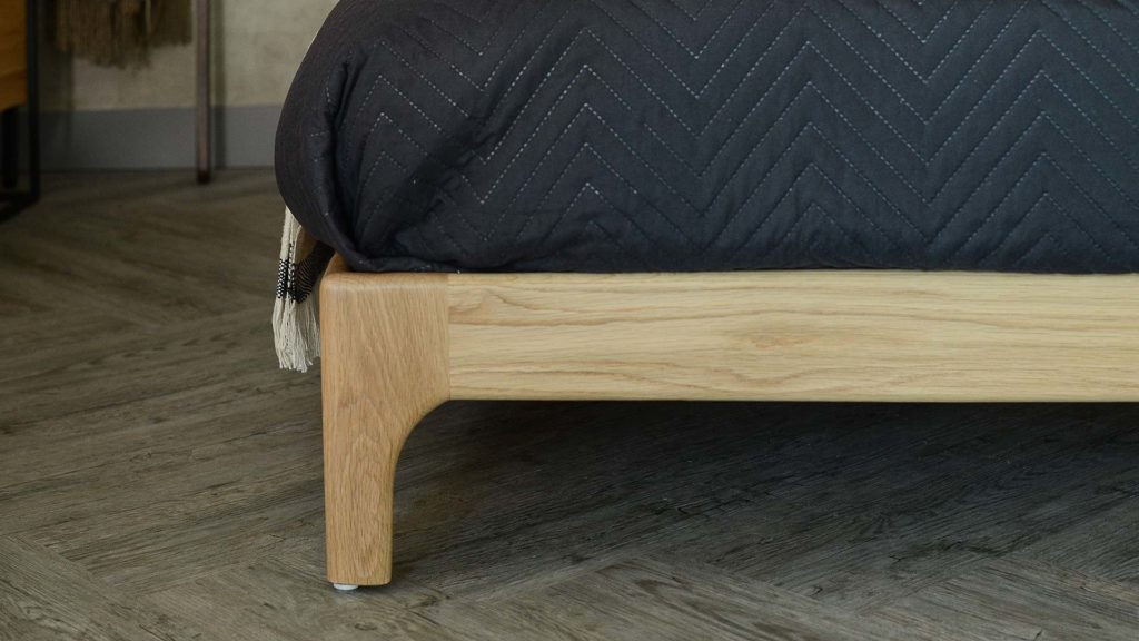 Pimlico-bed-front-leg-detail