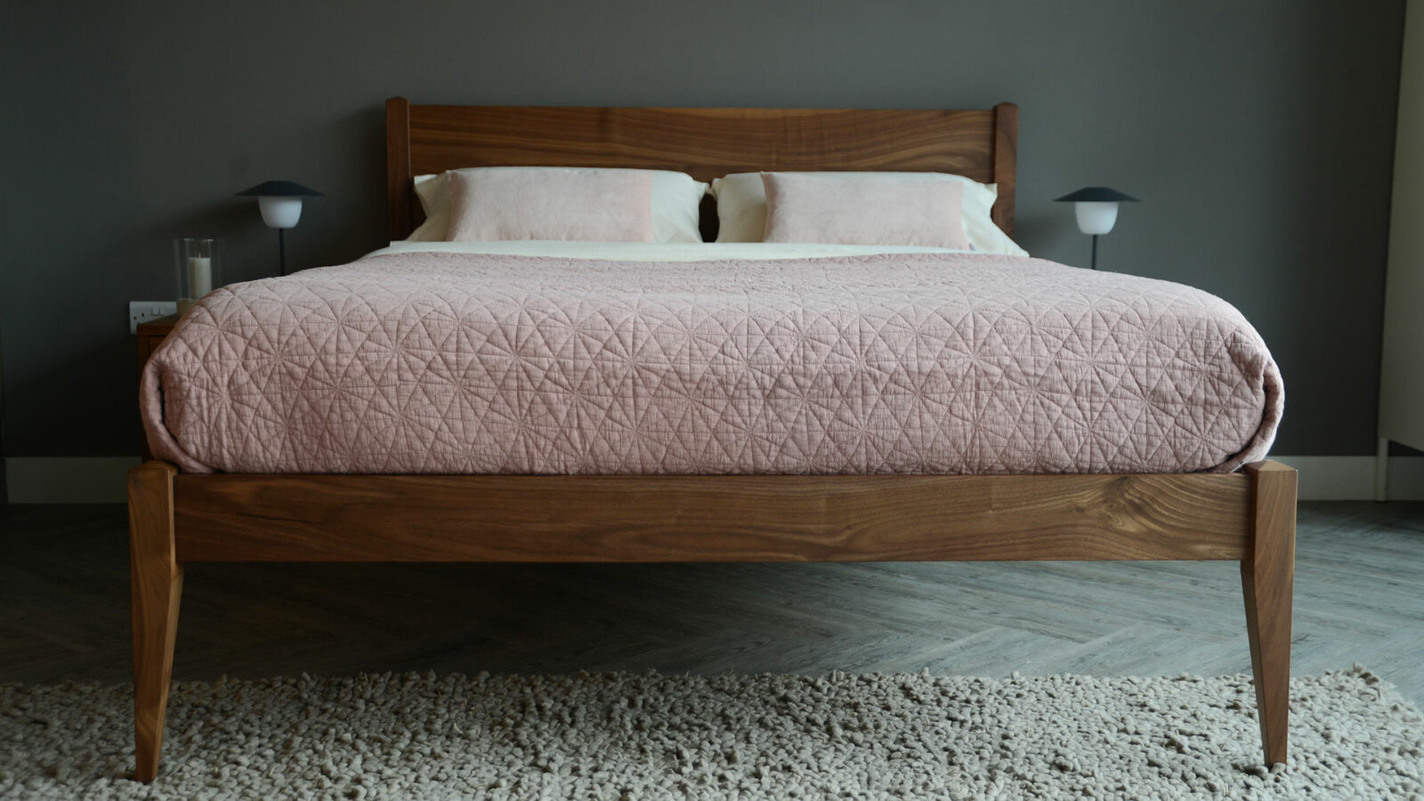 walnut cochin bed in Kingsize with a blush pink hexagon stitched quilted bedspread