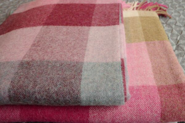 Rome-new-wool-throws-pink