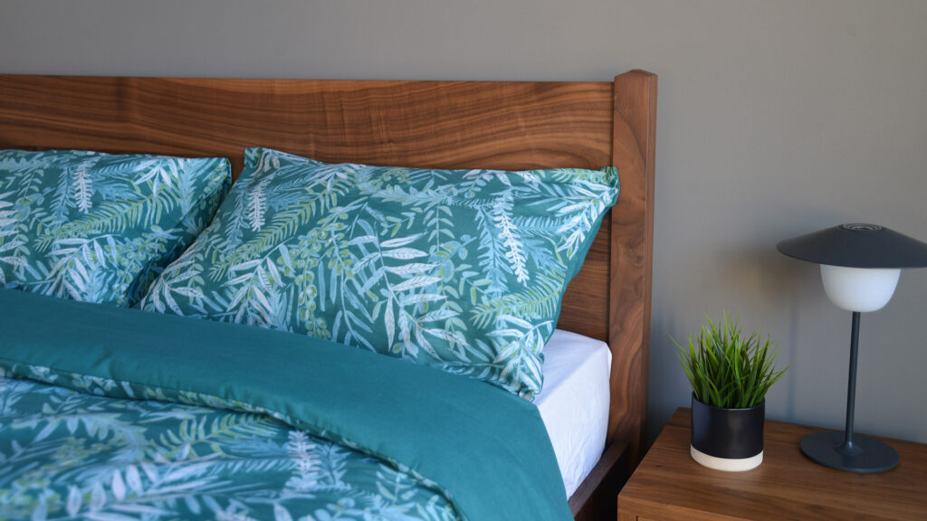 Teal-coloured tropical leaves print duvet cover set