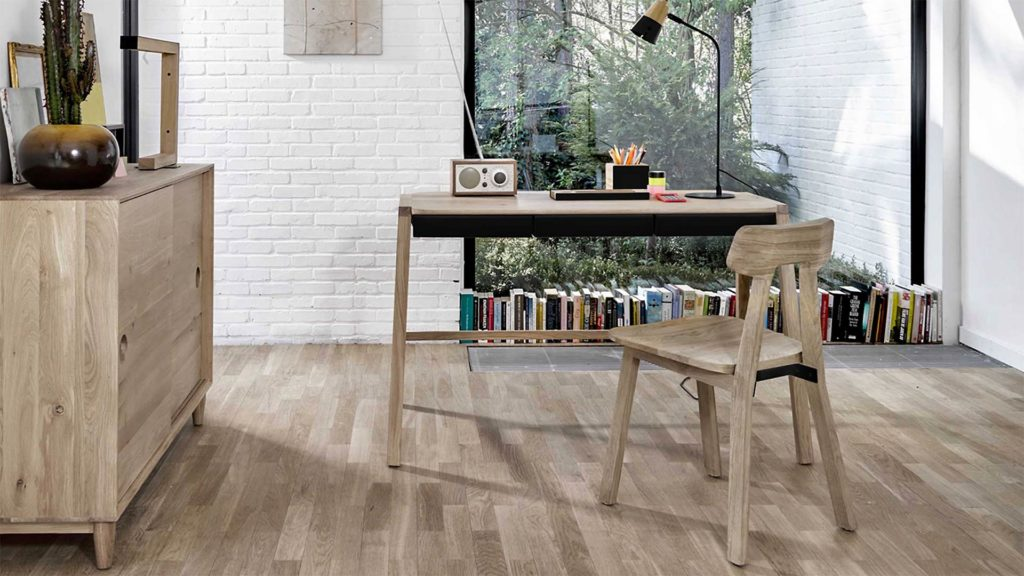 Verso-table-oak-with-black-drawers