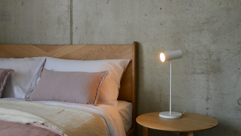 adjustable bedside spotlight in white