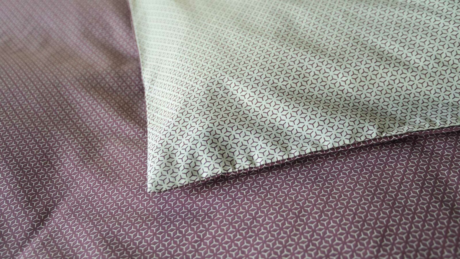 Closer view of the pretty pattern to the mauve and white reversible duvet cover set