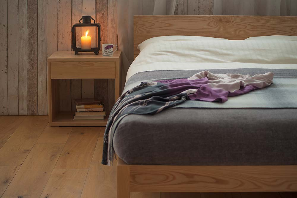 About the benefits of a solid wood bed