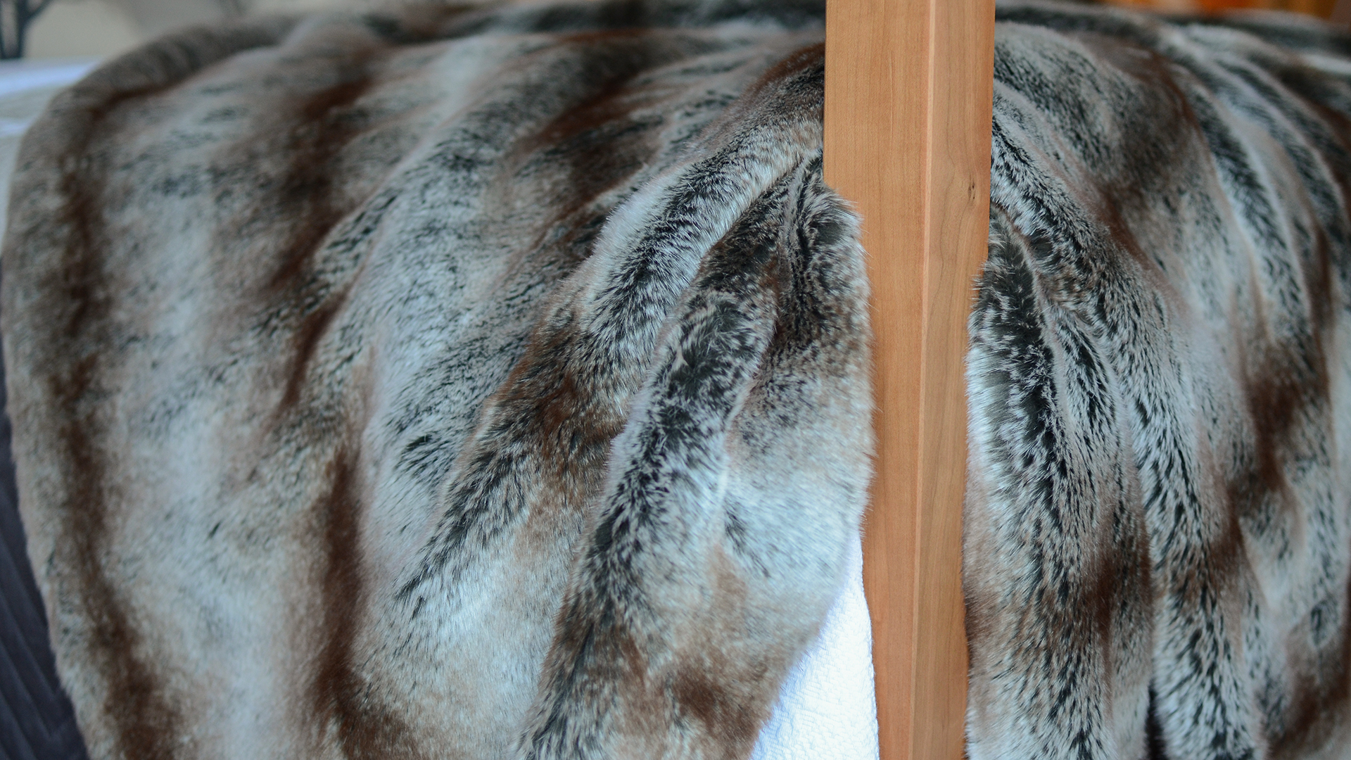 alaska rabbit faux fur bedspread