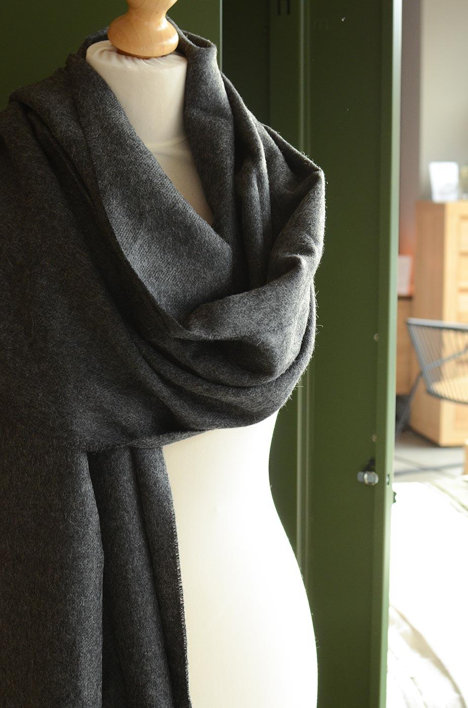 alpaca-stole-charcoal