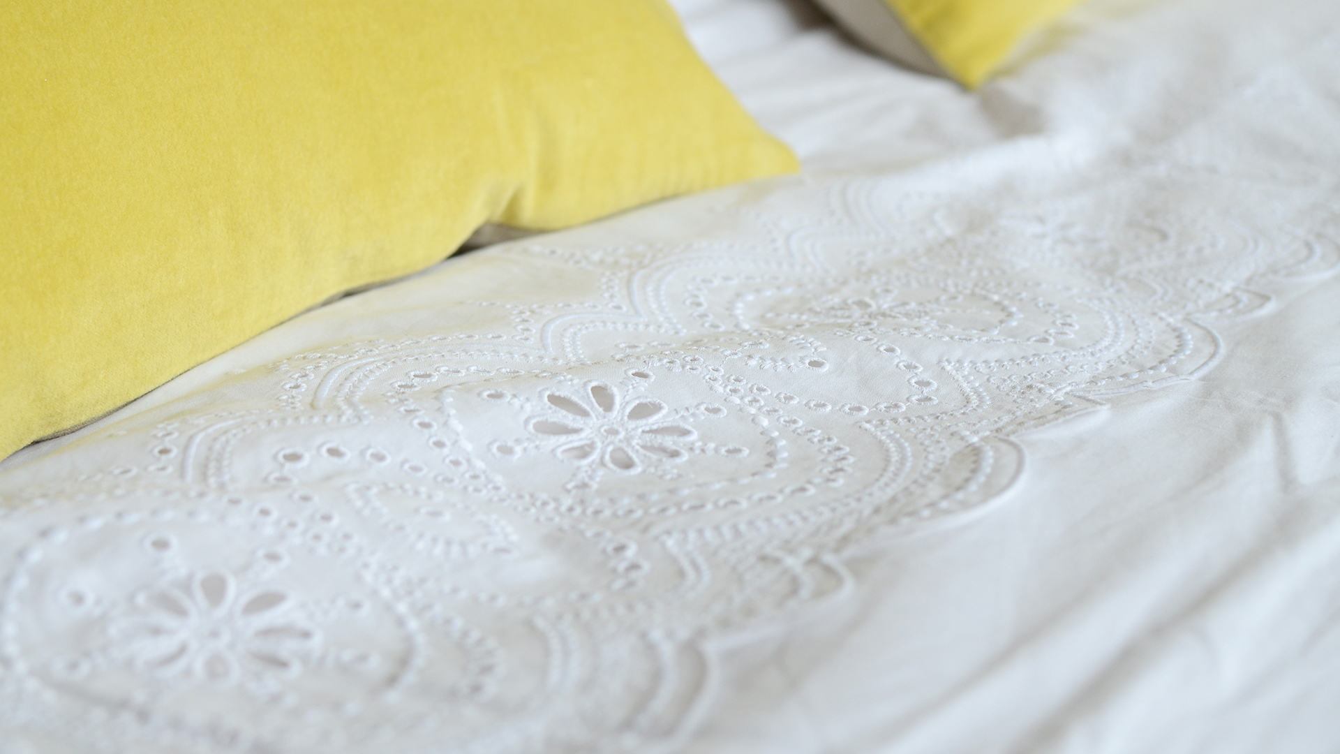 White Cotton Bedding With Broderie Anglaise Natural Bed