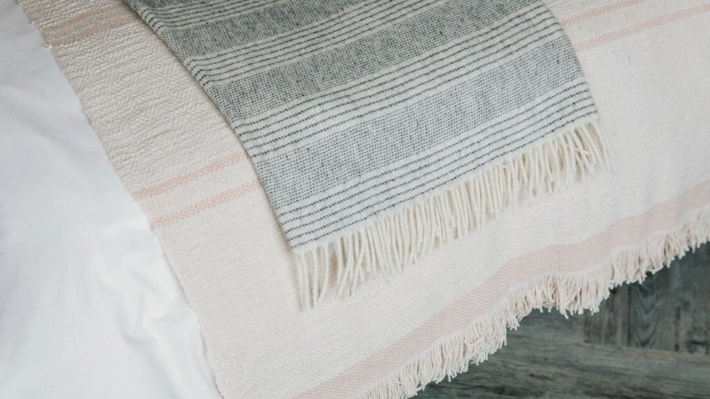 Andas throw in ivory and blush pink