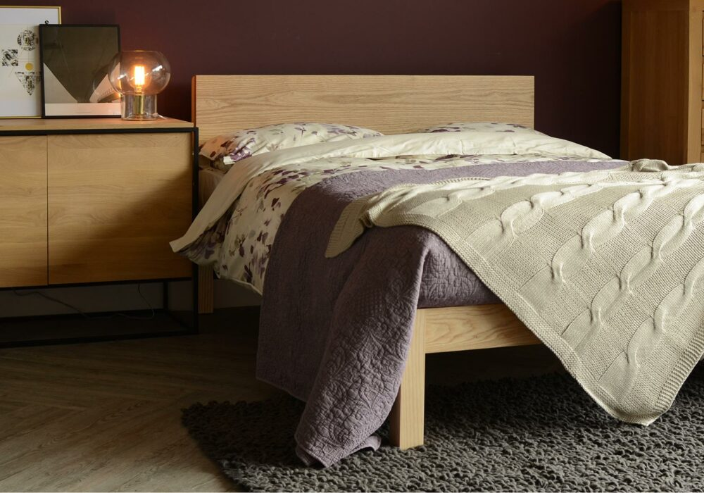 Chunky solid wood Kingsize Tibet bed in ash with monolit cabinet ethnicraft oak collection