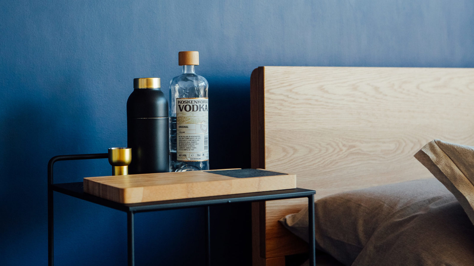 bedside-trolley-drinks-table-with-chopping-board