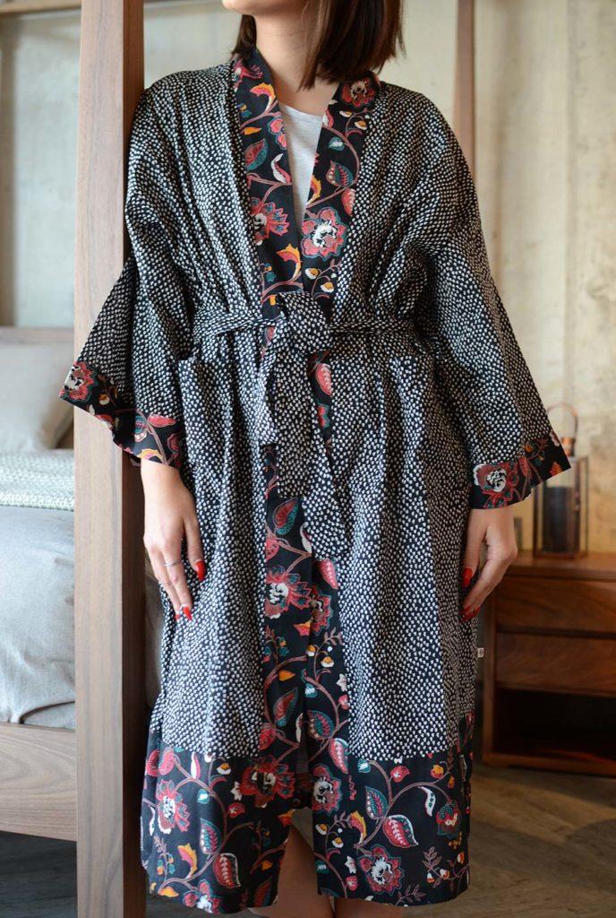 black-sprig-pattern-kimono-front-portrait