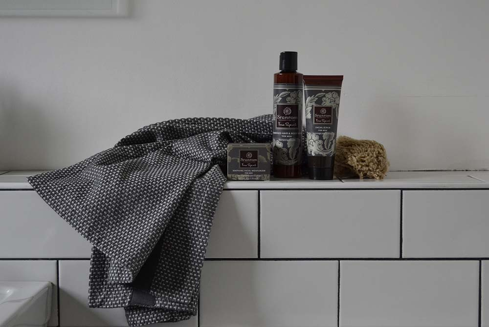 Sranrom men's gift set with towel
