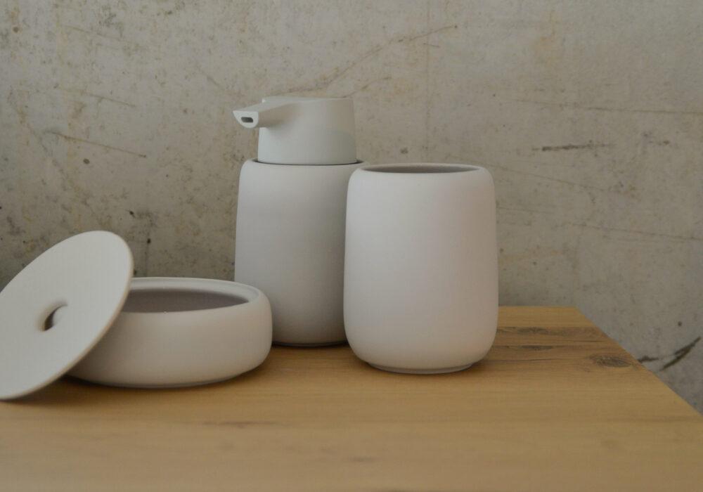 bathroom-tools-pale-clay