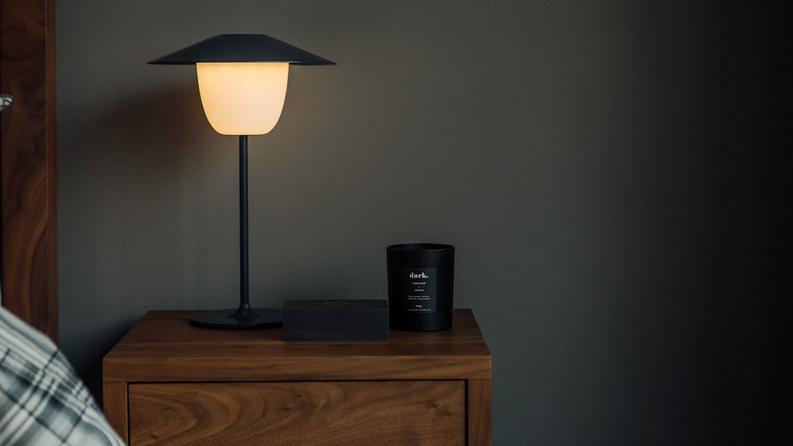 indoor/outdoor chargeable lamp