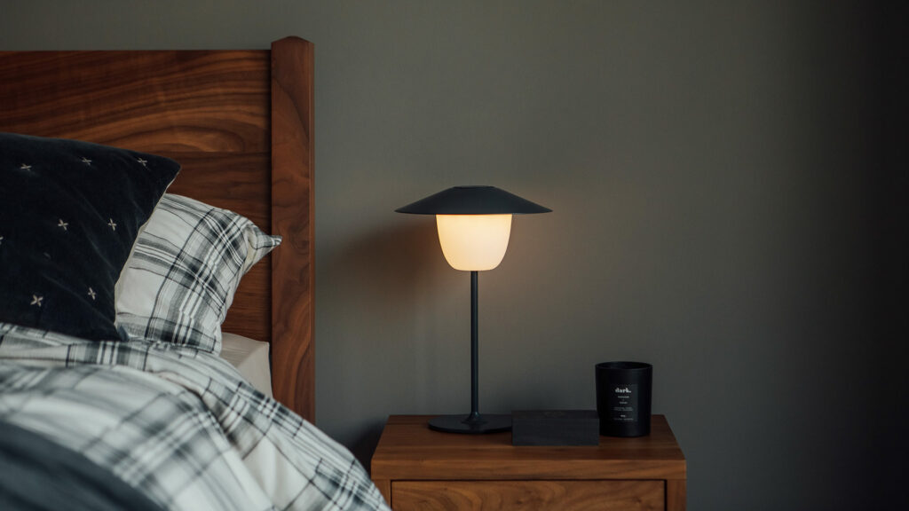 indoor/outdoor chargeable lamp with a charcoal grey stem