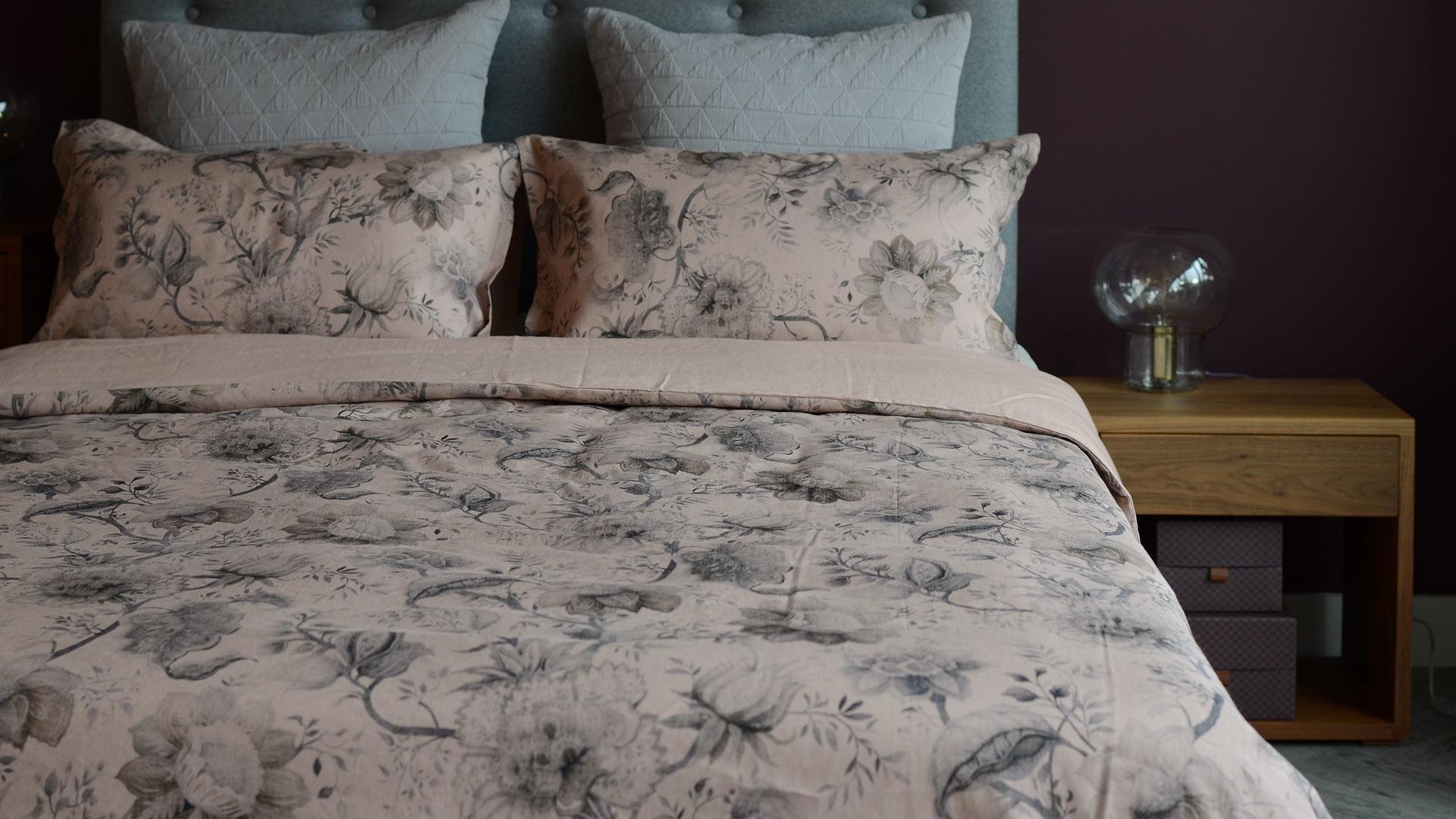 blush pink-vintage-look-bedding