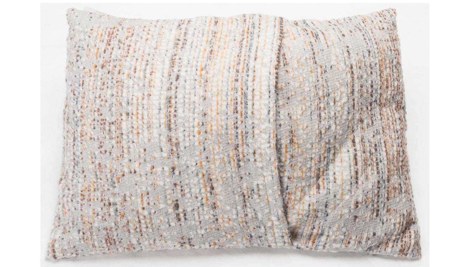 boucle-cushion-back-gold