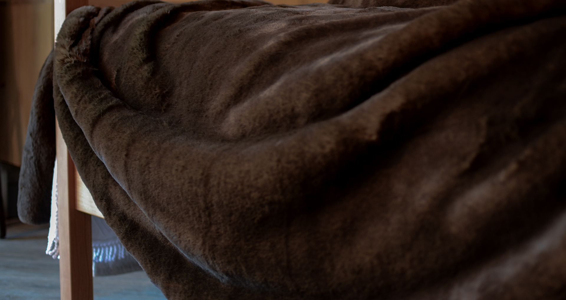 brown bear faux fur bedspread