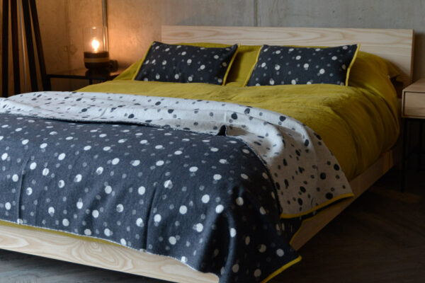 bubbles-pattern-throw-and-cushions