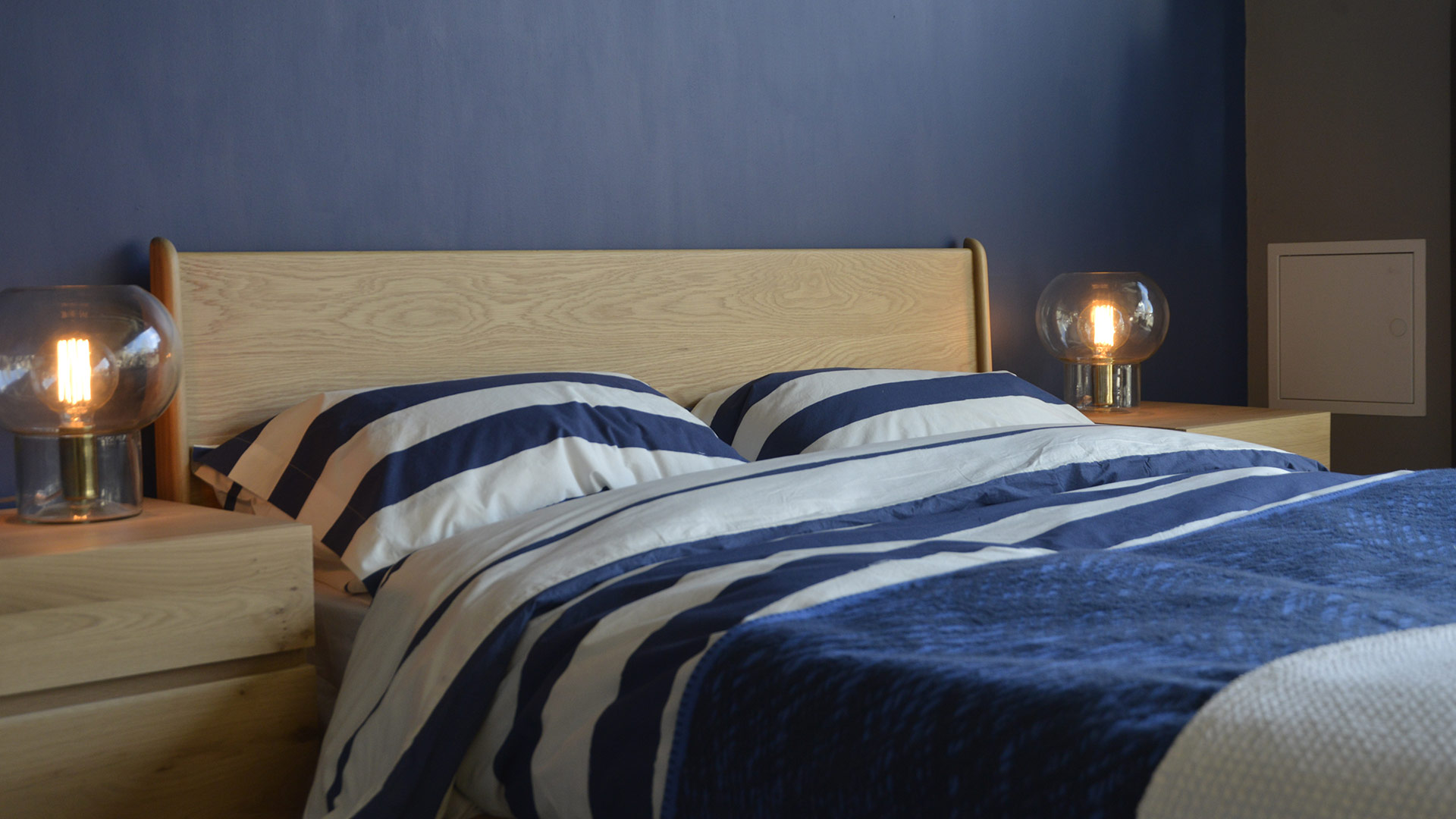 Reversible Duvet Set Navy Ivory Natural Bed Company