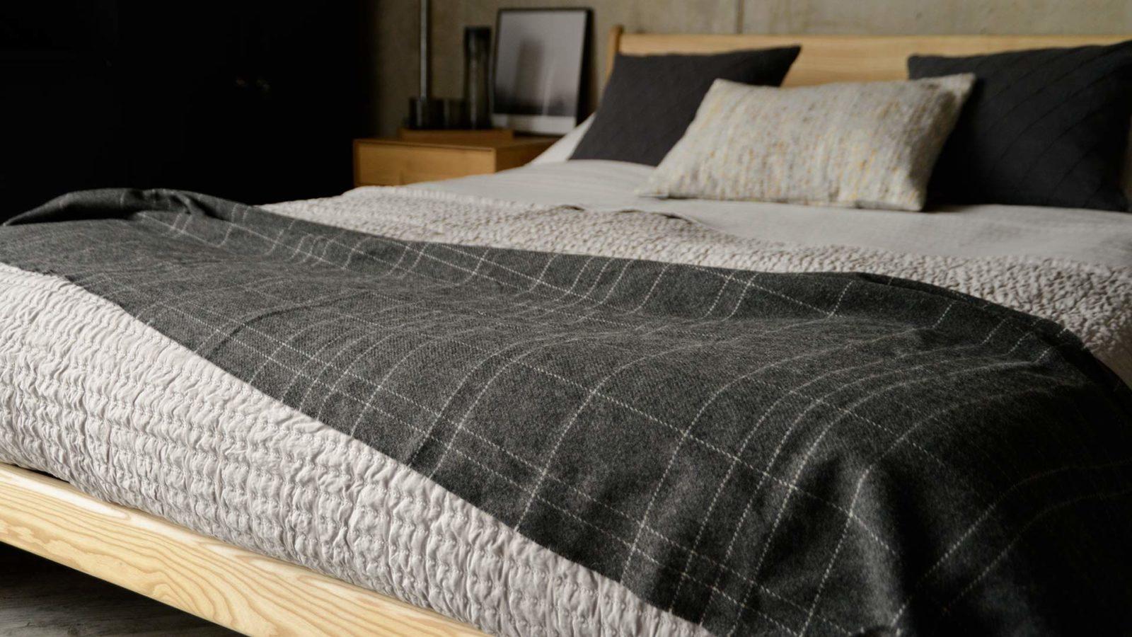 dark grey grid pattern wrap