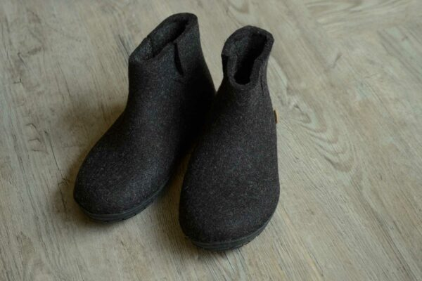 slipper boots in charcoal grey felt