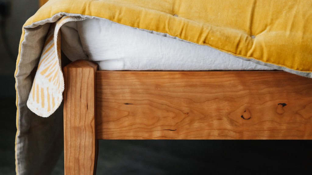 Cochin bed - leg detail