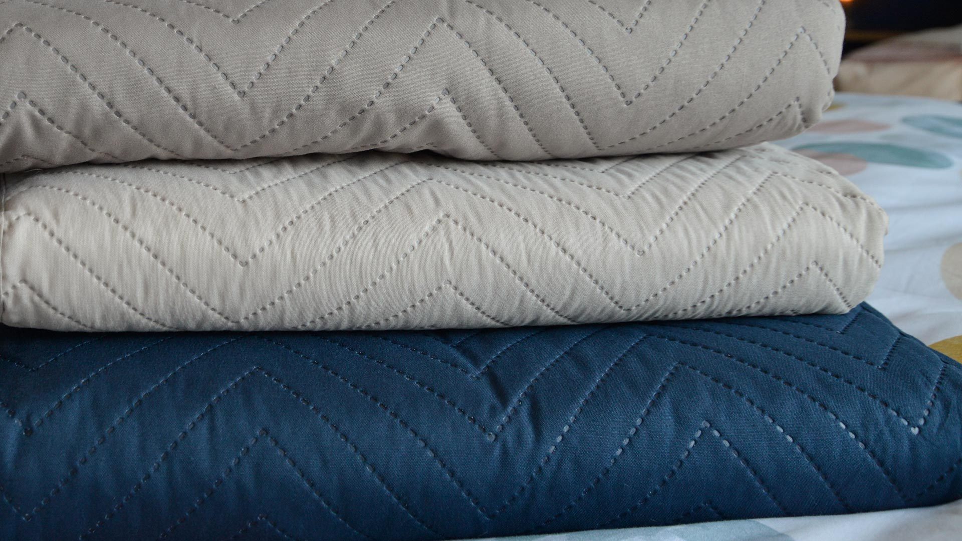 252eb34c25704 Chevron Pattern Quilt | Navy & Cream | Natural Bed Company