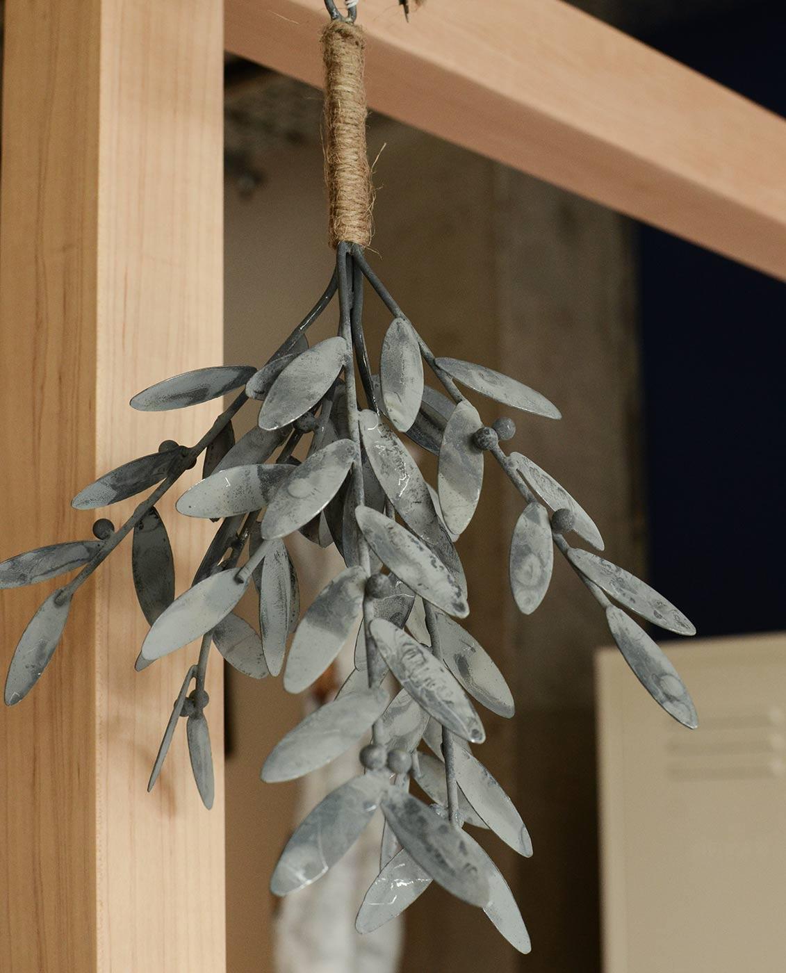 christmas-decoration-metal-mistletoe