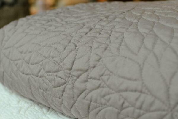 chrysanthemum-embroidered-bedspread