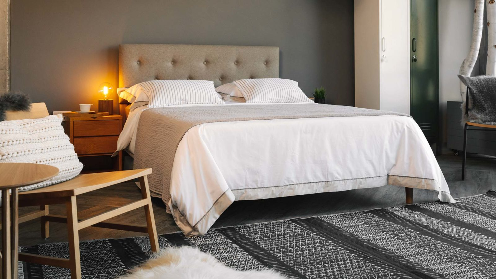 hotel style crisp white bedding with contrast border