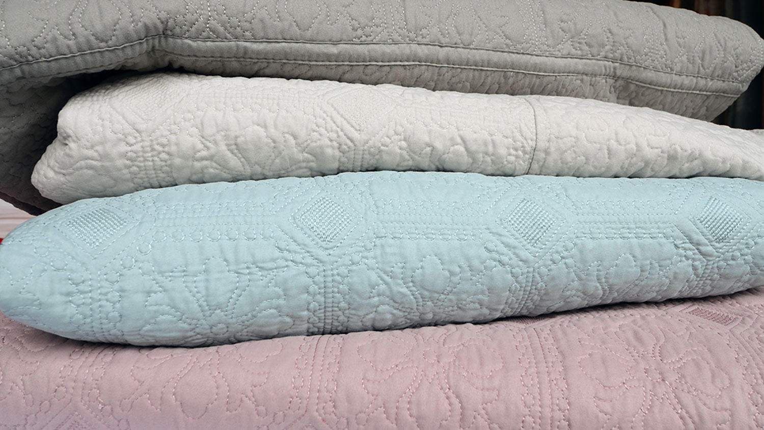 classic-quilted-bedspread