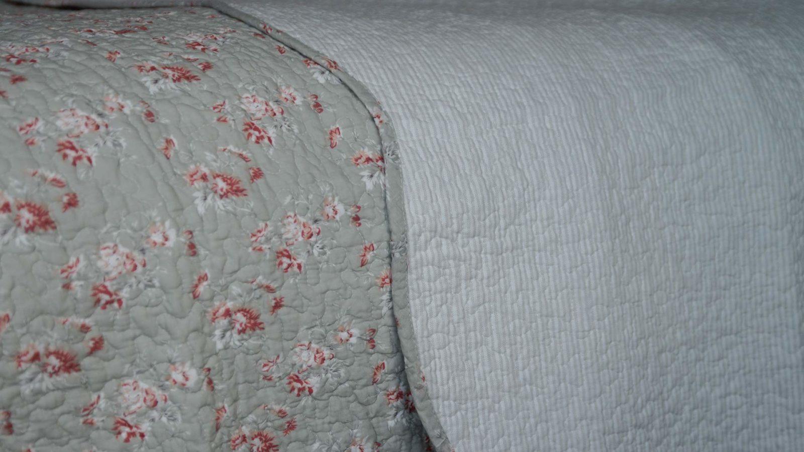 vintage look reversible bedspread