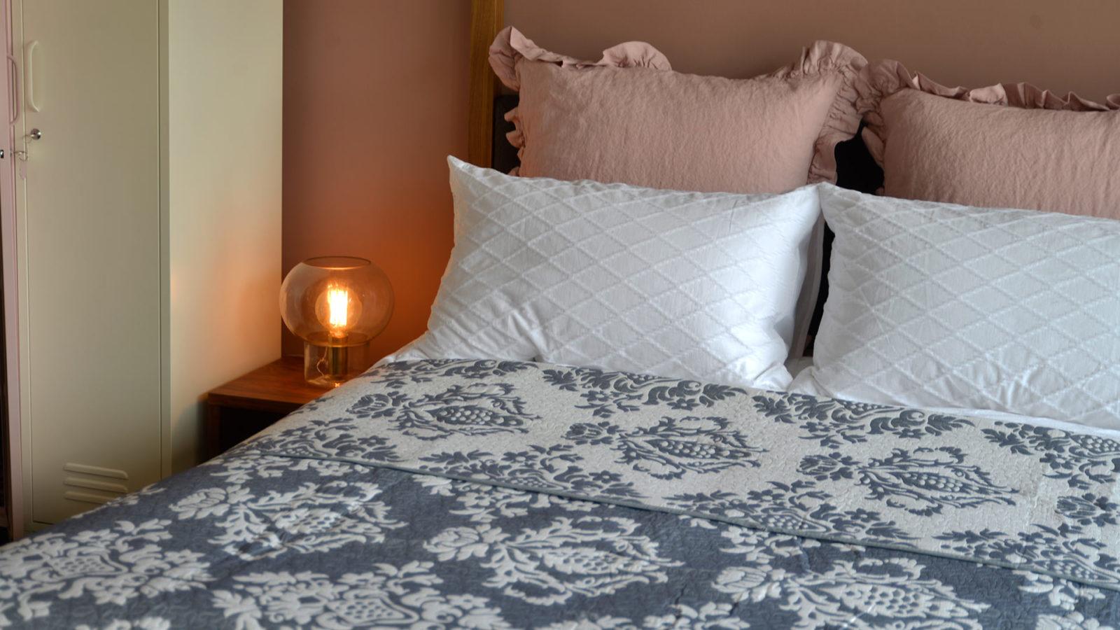 classic-jacquard-quilt-reversible-pattern