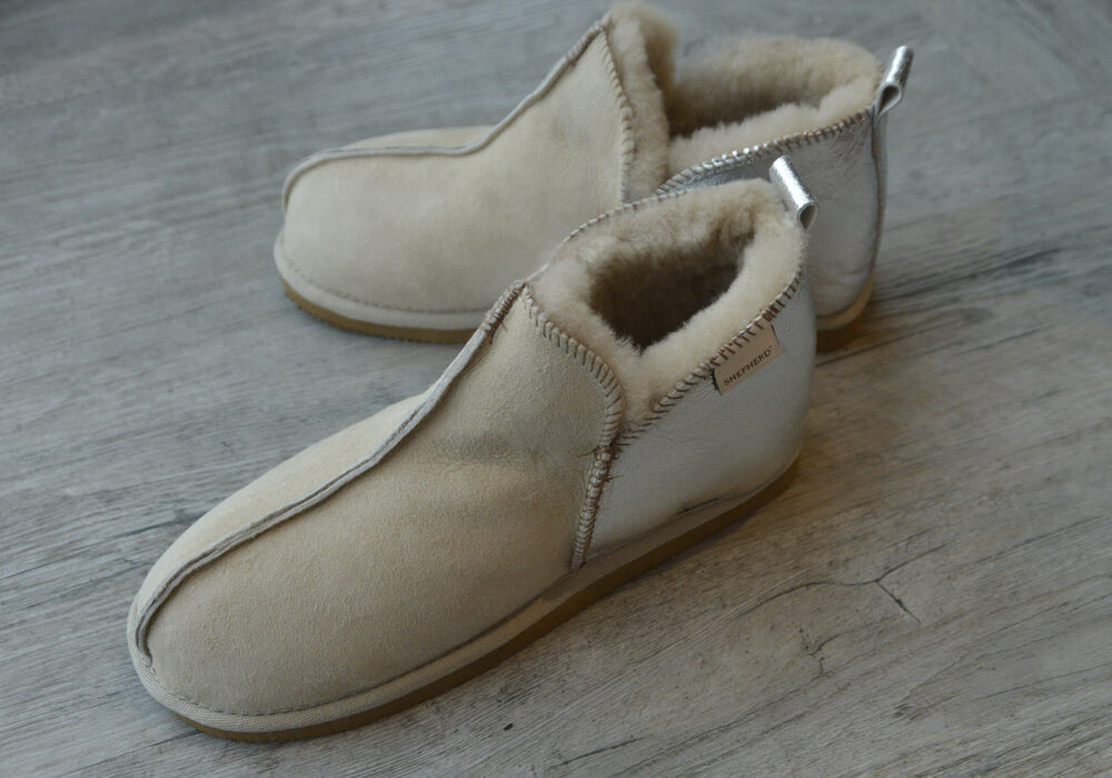 cosy-sheepskin-slippers-silver-&-sand