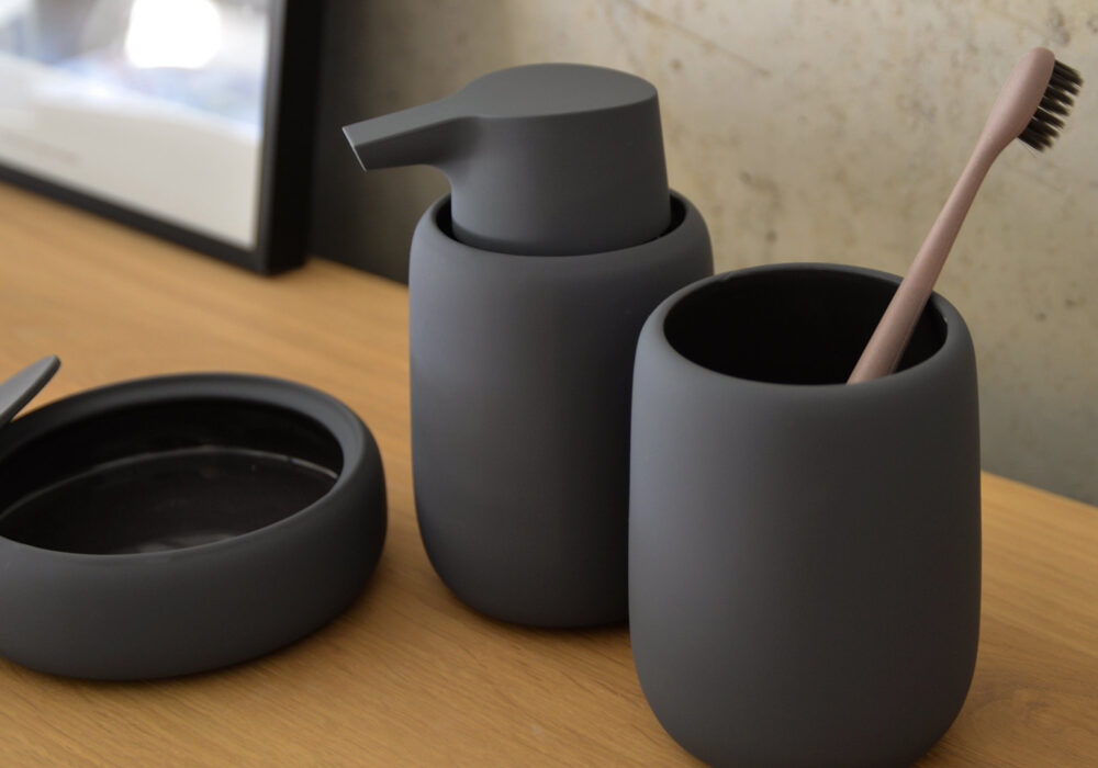 dark-grey-soap-pump-tumbler-and-container