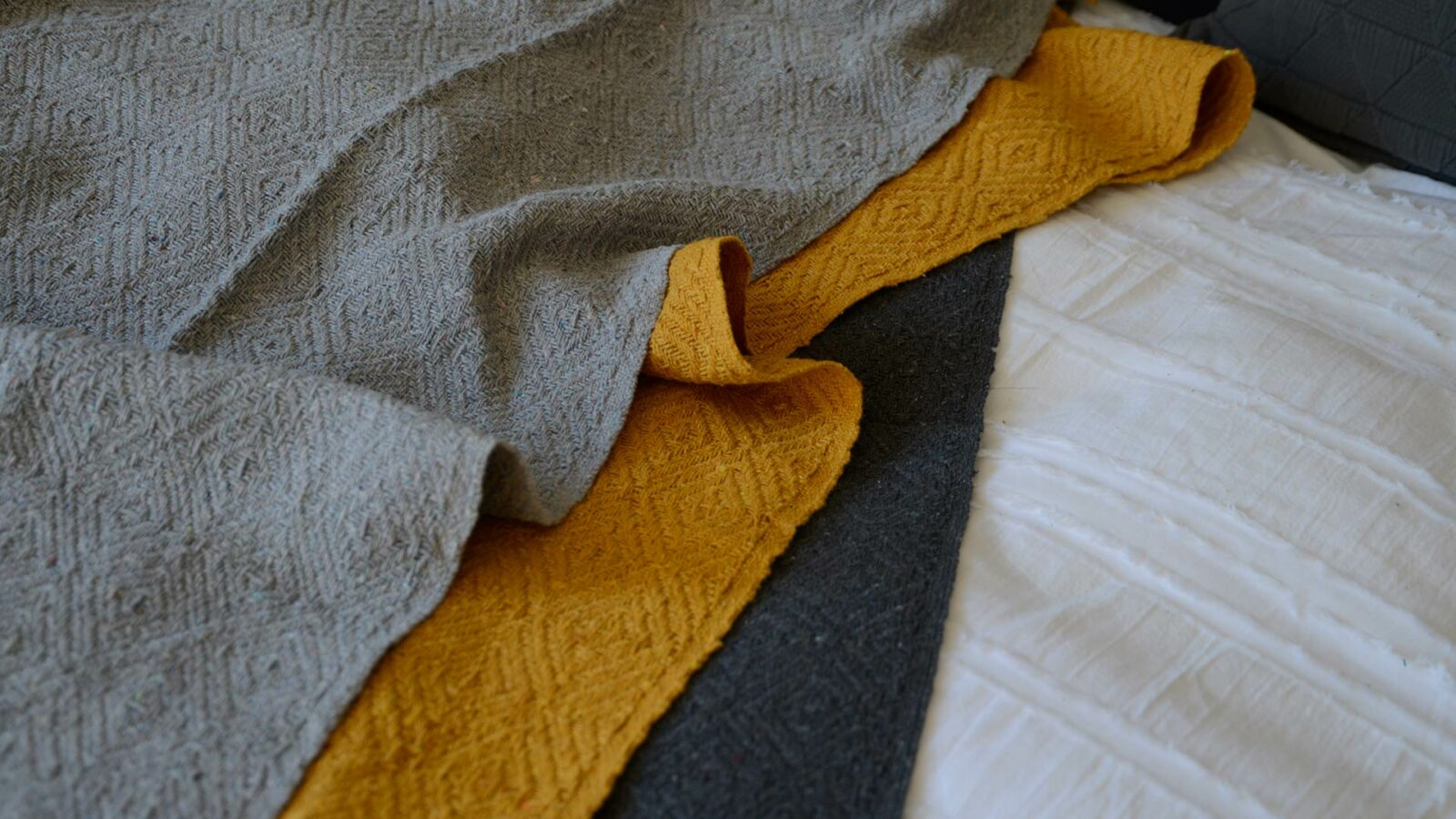 diamond weave cotton throws in 3 colour ways shown close up
