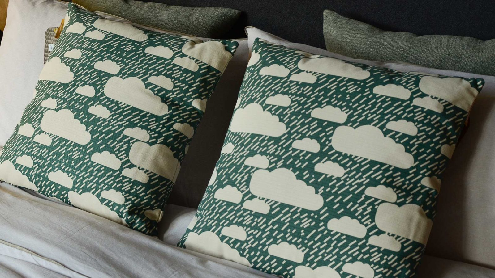 donna-wilson-cushion-rainyday-deep-green