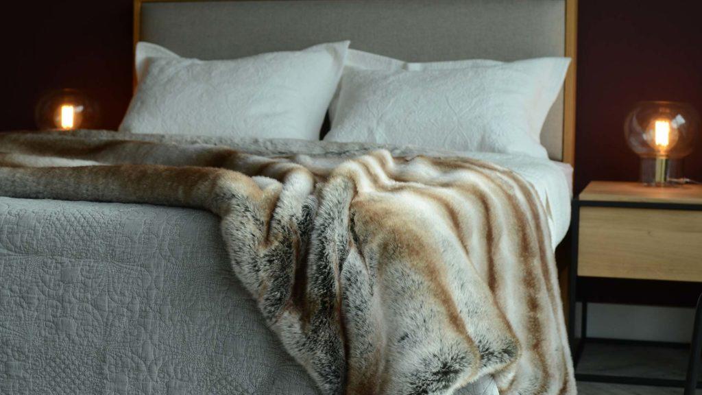 faux-fur-bedspread-detail