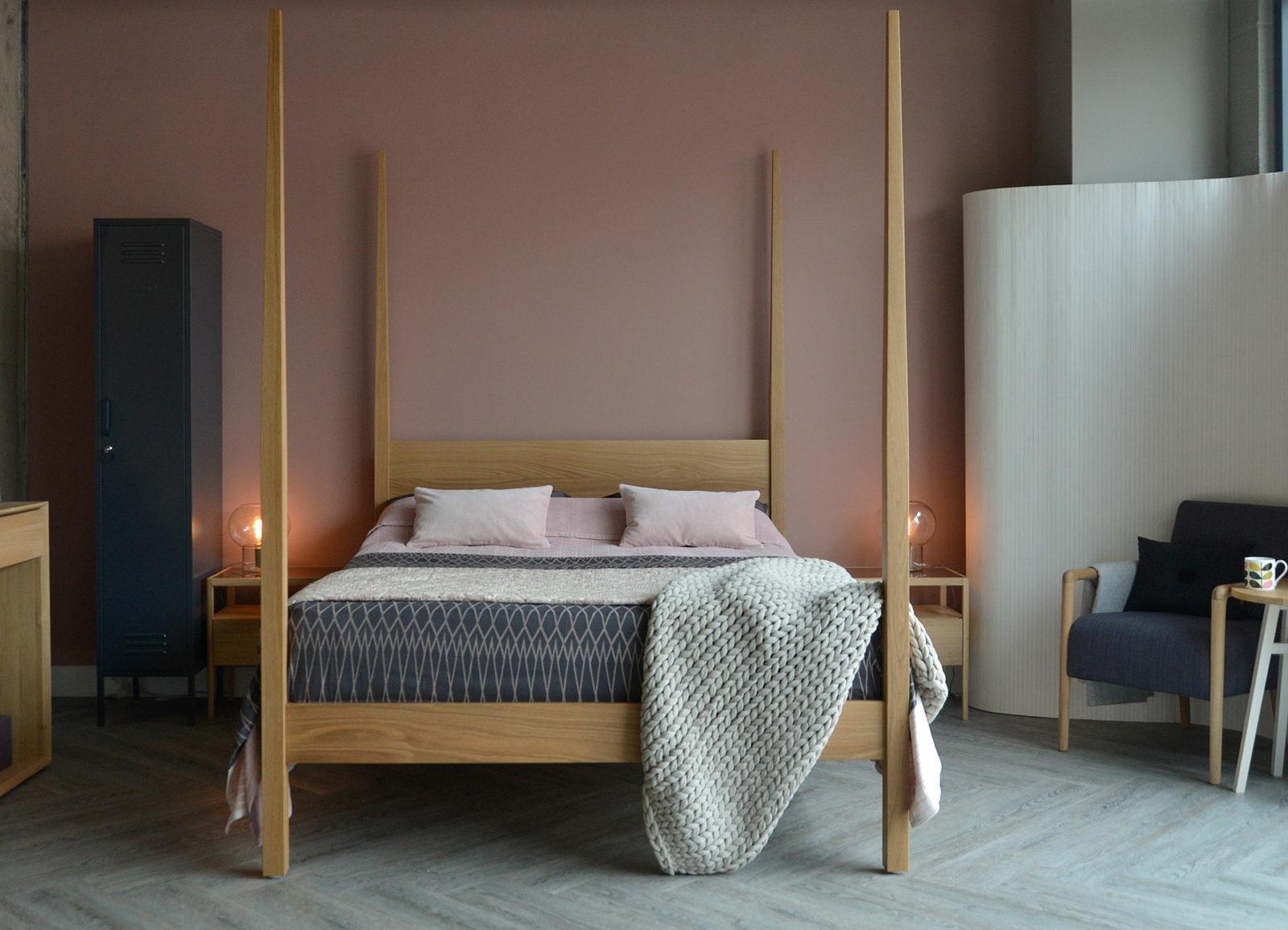 Hatfield tall post bed in solid oak shown in Kingsize