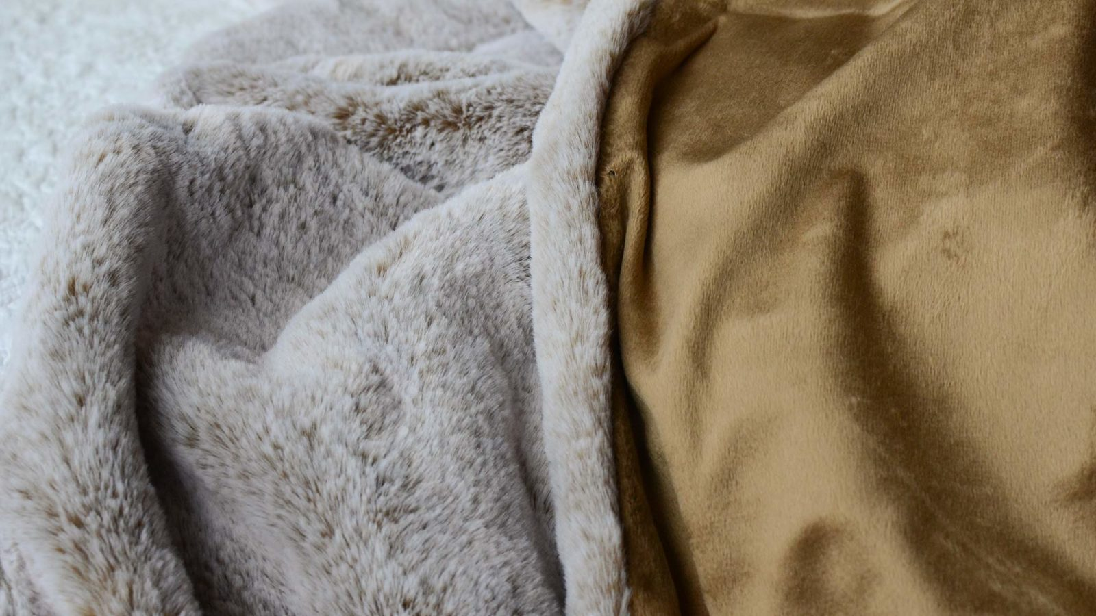 frosted-faux-fur-throw-caramel-colour-detail