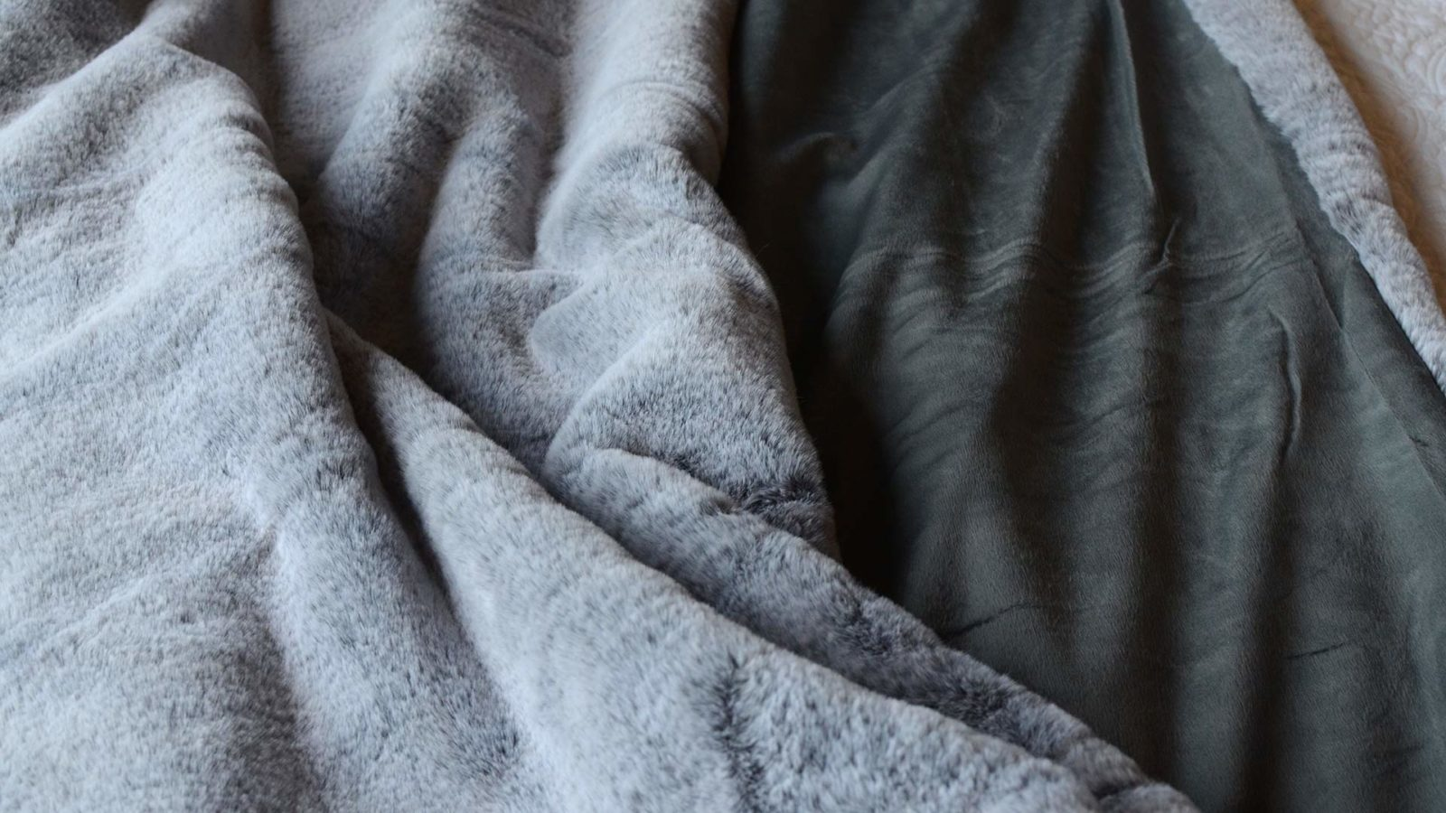 frosted-faux-fur-throw-frosted-charcoal-colour