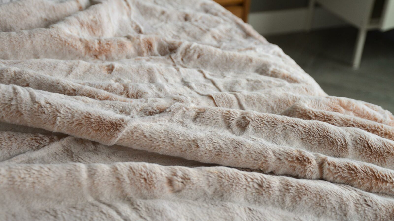A closer view of the soft and cosy frosted pink faux fur throw
