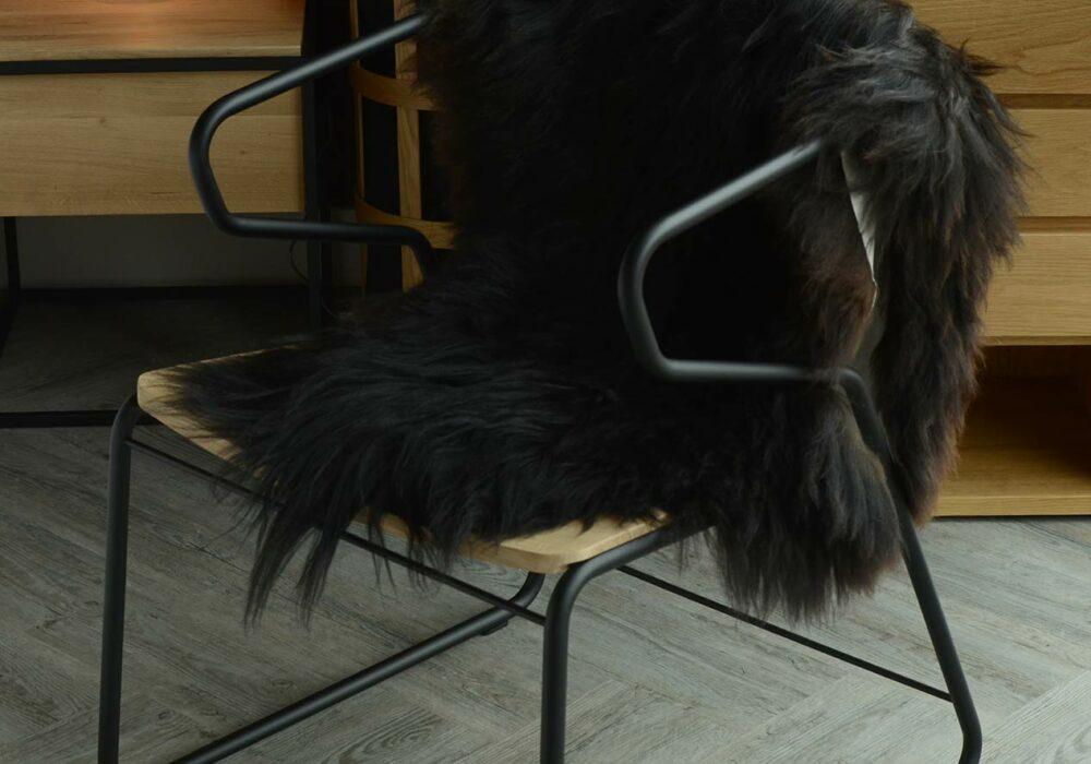 gabbia-chair-with-black-sheepskin-throw